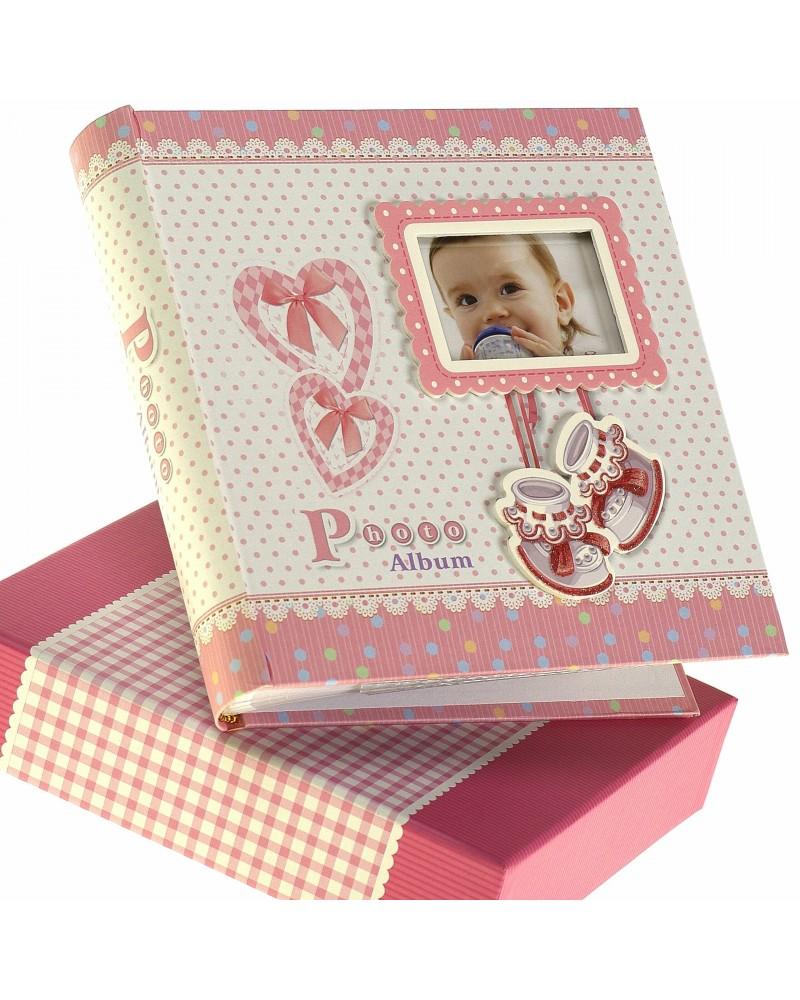 Różowyalbum na zdjęcia dziecięce 10x15 na 200 zdjęć w pudełku z miejscem na opis BABY14